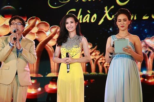 Đông Nhi tươi tắn nhận cúp Mai Vàng muộn - Tin sao Viet - Tin tuc sao Viet - Scandal sao Viet - Tin tuc cua Sao - Tin cua Sao