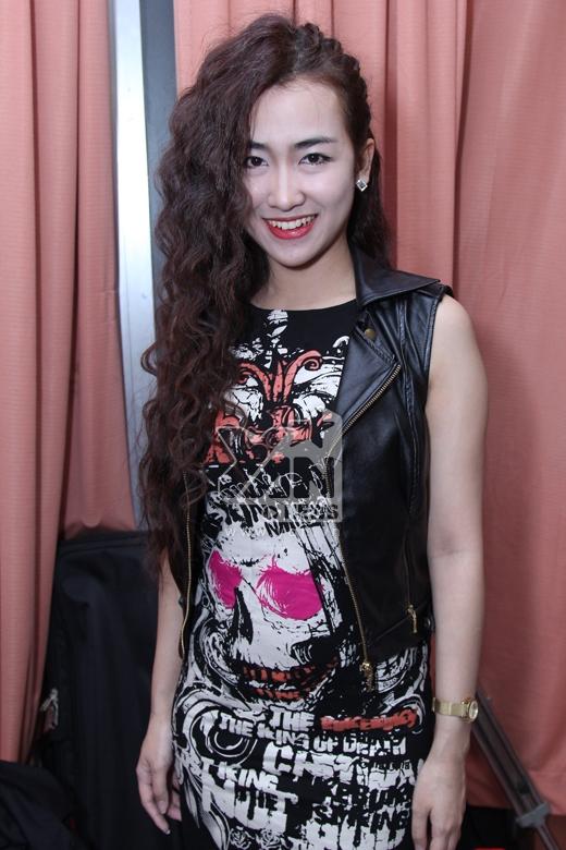 DJ Trang Moon nổi bật với bộ trang phục cá tính.