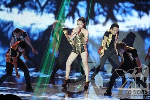 Nữ ca sĩ vô cùng gợi cảm trên sân khấu. - Tin sao Viet - Tin tuc sao Viet - Scandal sao Viet - Tin tuc cua Sao - Tin cua Sao