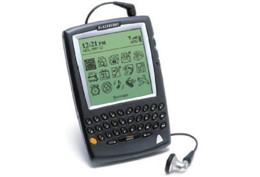 Chiếc BlackBerry 850 là sản phẩm đầu tiên của RIM với các chức năng nhận, gửi email, duyệt web với màn hình đơn sắc. Nhưng chiếc điện thoại đầu tiên của RIM là BlackBerry 5810. Ra đời vào năm 2002, hỗ trợ email, tin nhắn văn bản, duyệt web, có thể kết nối cuộc gọi nhưng cần thêm tai nghe đi kèm vì thiết bị không được tích hợp loa ngoài.