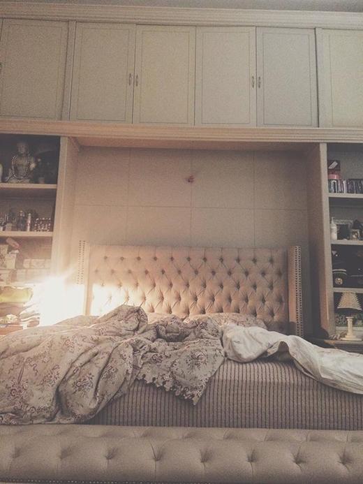 Phòng ngủ xa hoa của Lý Quý Khánh:Một góc phòng ngủ của Lý Quí Khánh cũng nói lên phần nào gia thế hoành tráng và cuộc sống xa hoa của nhà thiết kế trẻ tuổi này. - Tin sao Viet - Tin tuc sao Viet - Scandal sao Viet - Tin tuc cua Sao - Tin cua Sao