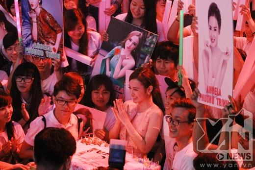 Angela Phương Trinh khi được fan tổ chức sinh nhật. - Tin sao Viet - Tin tuc sao Viet - Scandal sao Viet - Tin tuc cua Sao - Tin cua Sao