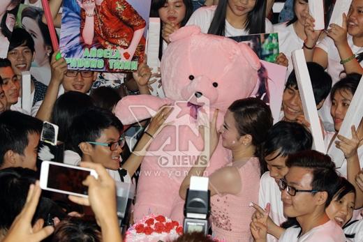 Angela Phương Trinh đón sinh nhật sớm cùng fans - Tin sao Viet - Tin tuc sao Viet - Scandal sao Viet - Tin tuc cua Sao - Tin cua Sao