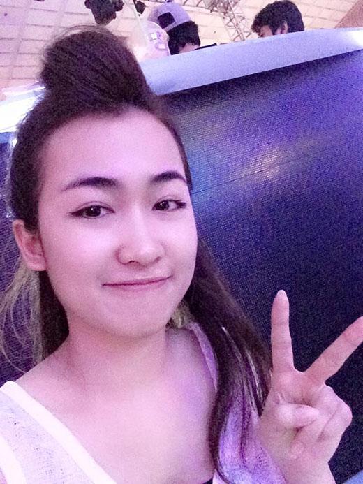 Là một trong những DJ nổi tiếng trong cộng đồng mạng bởi tài năng và ngoại hình xinh đẹp, Trang Moon luôn nhận được sự quan tâm không nhỏ từ các khán giả đặc biệt là từ khi tham gia chương trình The Remix. Cùng với sự thân thiện và phong cách thời trang khá chất, thành viên team Sơn Tùng rất được các bạn trẻ yêu thích.