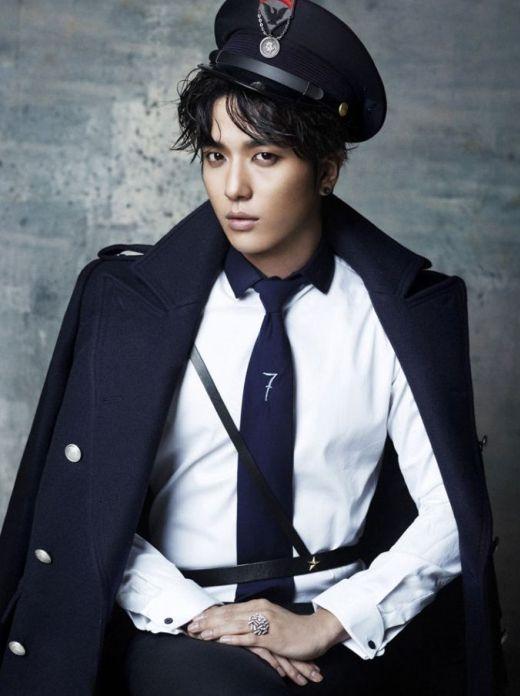 """Nổi lên nhờ vai diễn """"hoàng tử ấm áp"""" trongYou're Beautiful, khi ra mắt ở Hàn,Yonghwa (CN Blue)một lần nữa khiến khán giả bất ngờ với giọng hát khàn đặc trưng và giúpCN Bluetrở thành một trong những nhóm nhạc đình đám nhất hiện nay."""