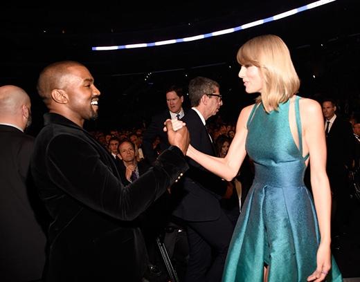 """Kanye West và Taylor Swift có vẻ như rất """"hợp cạ"""" với nhau"""