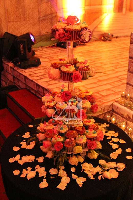 Diễm My 9x quý phái đến tiệc cưới Ngân Khánh - Tin sao Viet - Tin tuc sao Viet - Scandal sao Viet - Tin tuc cua Sao - Tin cua Sao