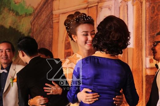 Cô dâu Ngân Khánh quyến rũ bên chú rể - Tin sao Viet - Tin tuc sao Viet - Scandal sao Viet - Tin tuc cua Sao - Tin cua Sao