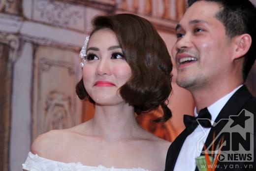 Ngân Khánh bật khóc khi xem lại hình ảnh lãng mạn của hai vợ chồng. - Tin sao Viet - Tin tuc sao Viet - Scandal sao Viet - Tin tuc cua Sao - Tin cua Sao