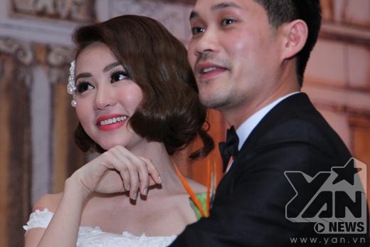 Ngân Khánh hôn chồng ngọt ngào, bật khóc vì hạnh phúc - Tin sao Viet - Tin tuc sao Viet - Scandal sao Viet - Tin tuc cua Sao - Tin cua Sao