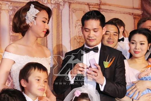 Và trao nhẫn cưới... - Tin sao Viet - Tin tuc sao Viet - Scandal sao Viet - Tin tuc cua Sao - Tin cua Sao