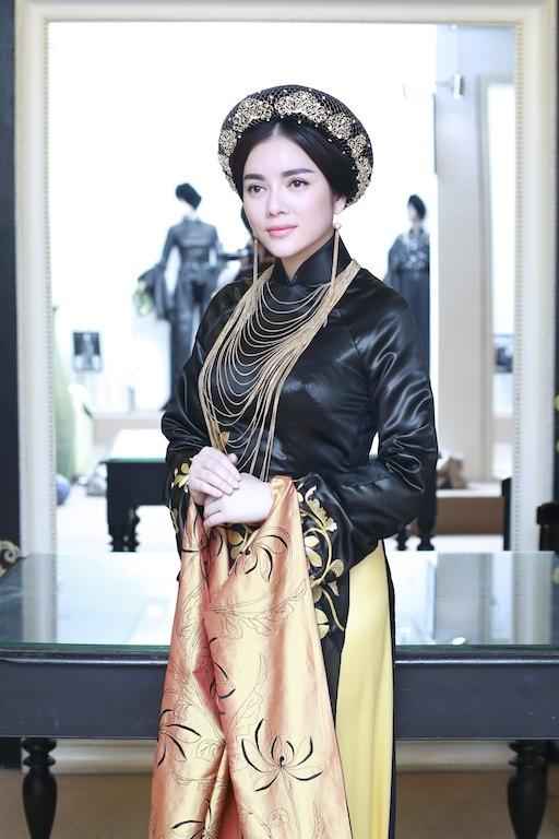 Lý Nhã Kỳ trở nên kiêu sa, quyền quý với áo dài phong cách Hoàng hậu Nam Phương. - Tin sao Viet - Tin tuc sao Viet - Scandal sao Viet - Tin tuc cua Sao - Tin cua Sao