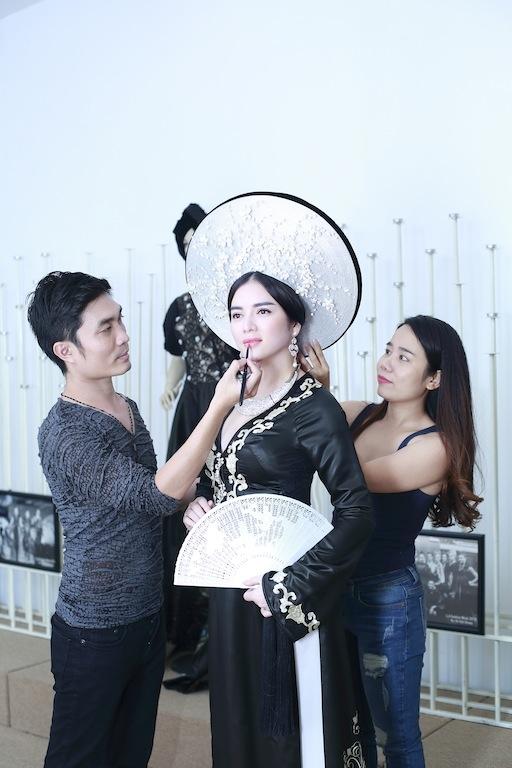 Lý Nhã Kỳ kiêu sa với áo dài phong cách Hoàng hậu Nam Phương - Tin sao Viet - Tin tuc sao Viet - Scandal sao Viet - Tin tuc cua Sao - Tin cua Sao