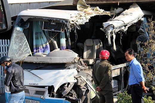Khu vực xảy ra tai nạn nằm gần chợ mới Hàm Minh đang được xây dựng. Sáng nay, hiện trường vẫn chưa được giải quyết xong.
