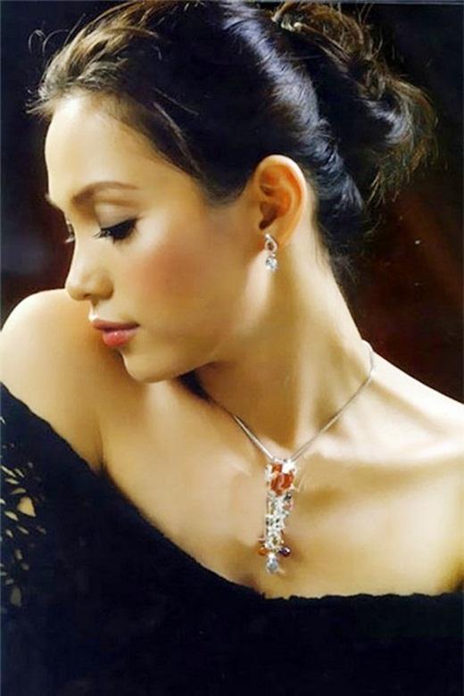 Sau khi giành vương miện cao quý, cô cũng thỉnh thoảng xuất hiện tại các sự kiện với vai trò MC, người mẫu...