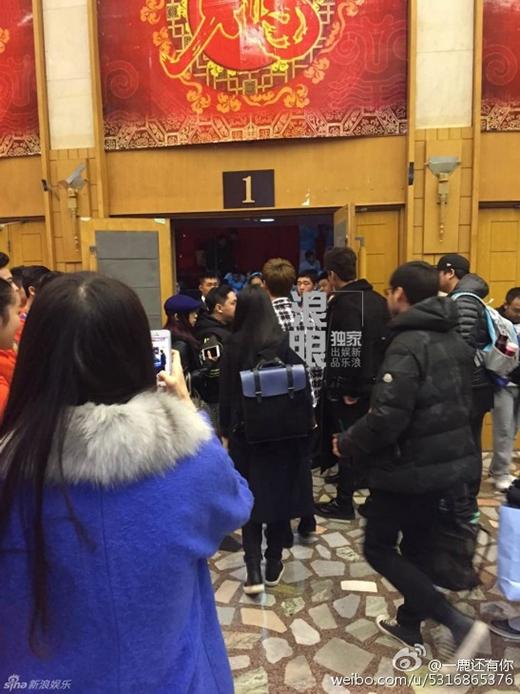 Luhan và Kris lần đầu gặp nhau: fan Hàn khinh miệt, fan Trung ủng hộ