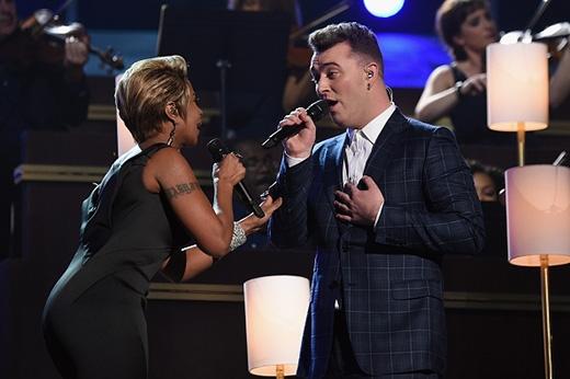 Sam Smith đánh bại Taylor Swift, Miley Cyrus, Katy Perry, trở thành bá chủ tại Grammy 2015