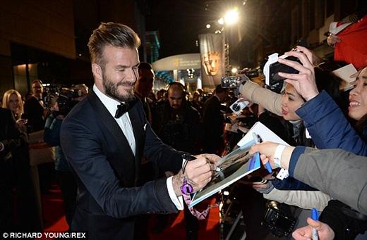 """David Beckham """"lỡ lời"""" thừa nhận thích xem phim người lớn cùng vợ"""