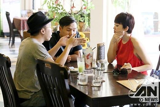 Touliver bàn bạc cùng team trước đêm thi The Remix - Tin sao Viet - Tin tuc sao Viet - Scandal sao Viet - Tin tuc cua Sao - Tin cua Sao