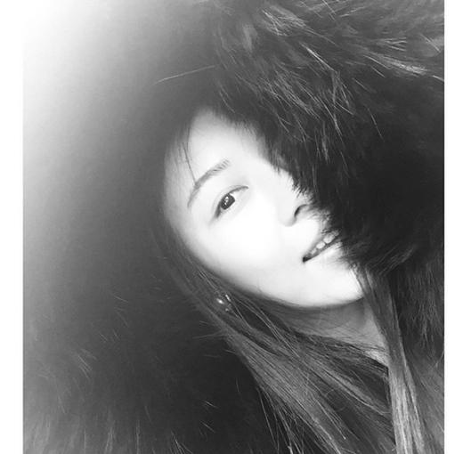 Ha Ji Won bất ngờ chiều đãi fan hình nửa mặt trong ngày tuyết rơi