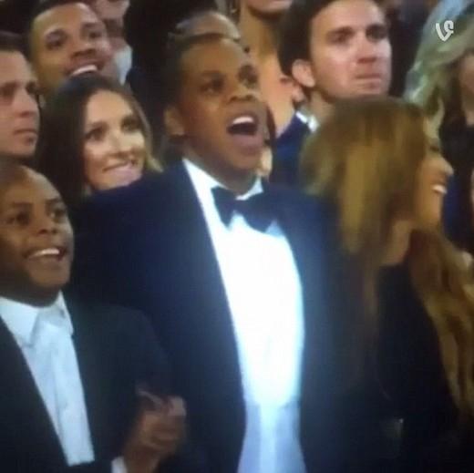 Phản ứng hài hước của vợ chồng Beyonce khi Kanye West xông lên sân khấu