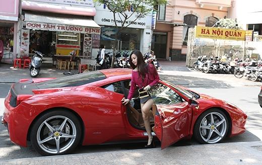 Midu được chồng sắp cưới lái siêu xe đưa đi mua sắm Tết. - Tin sao Viet - Tin tuc sao Viet - Scandal sao Viet - Tin tuc cua Sao - Tin cua Sao