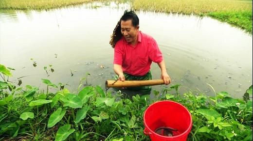 Martin Yan hào hứng thử làm nông dân