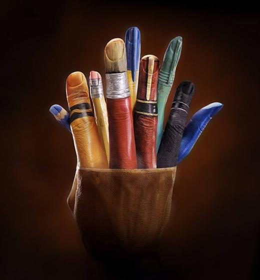 Lọ đựng bút vẽ.
