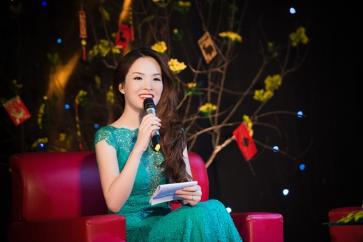MC Đan Lê duyên dáng đọ sắc cùng Hoàng Thùy Linh - Tin sao Viet - Tin tuc sao Viet - Scandal sao Viet - Tin tuc cua Sao - Tin cua Sao