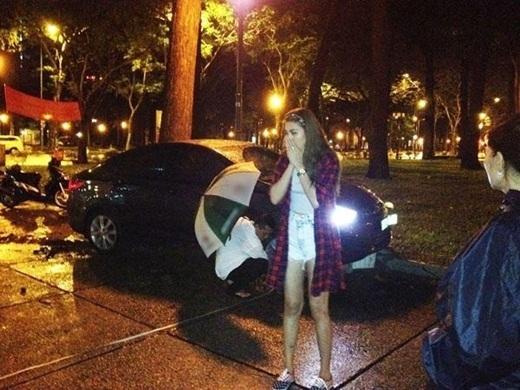Tháng 7/2014, người mẫu Kim Dung gặp tai nạn giao thông trên đoạn đường Lê Duẩn cắt Nam Kỳ Khởi Nghĩa thuộc quận 1 - TP. HCM. Sự việc xảy ra khi Kim Dung chạy xe về nhà sau một ngày làm việc và bất ngờ bị một chiếc taxi đâm phía sau. Cú đâm mạnh khiến người mẫu không làm chủ được tay lái và lao lên vỉa hè, đâm vào hàng chậu cảnh ở lề đường. - Tin sao Viet - Tin tuc sao Viet - Scandal sao Viet - Tin tuc cua Sao - Tin cua Sao