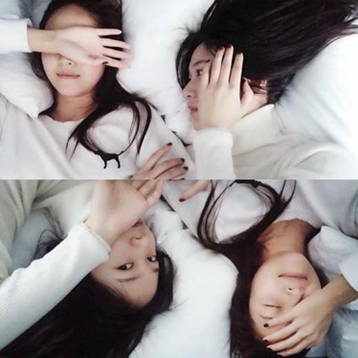 Jessica khoe hình cực dễ thương bên Krystal và chia sẻ: Đồng hồ báo thức đáng yêu của tôi.