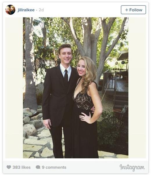 Bức ảnh cô bạn thông báo rằng mình sẽ đi đến giải Grammy cùng với bạn hẹn