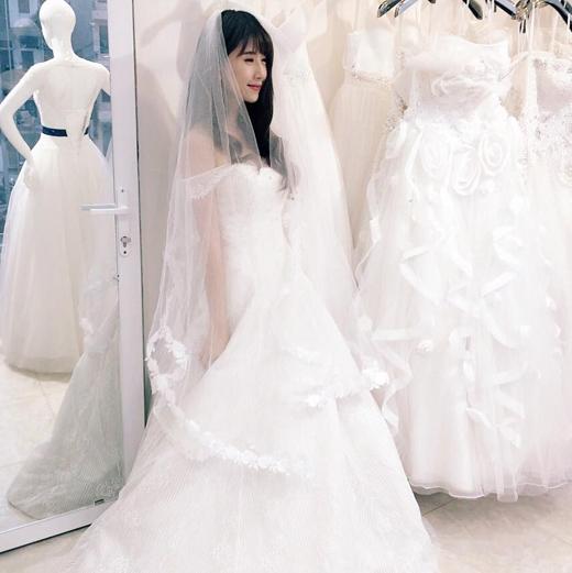 Và cả ảnh cưới... Quỳnh Anh Shyn đã thực hiện rất nhiều bộ ảnh đủ mọi phong cách khác nhau.