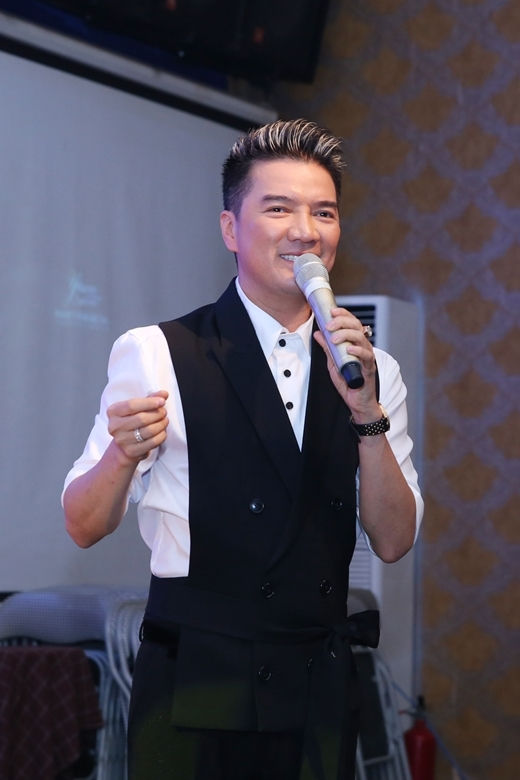 Hương Giang Idol khoe lưng trần gợi cảm đến mừng Mr. Đàm - Tin sao Viet - Tin tuc sao Viet - Scandal sao Viet - Tin tuc cua Sao - Tin cua Sao