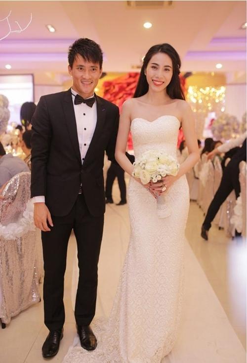 Thủy Tiên thay tới 3 bộ váy đắt tiền trong tiệc cưới của mình. - Tin sao Viet - Tin tuc sao Viet - Scandal sao Viet - Tin tuc cua Sao - Tin cua Sao