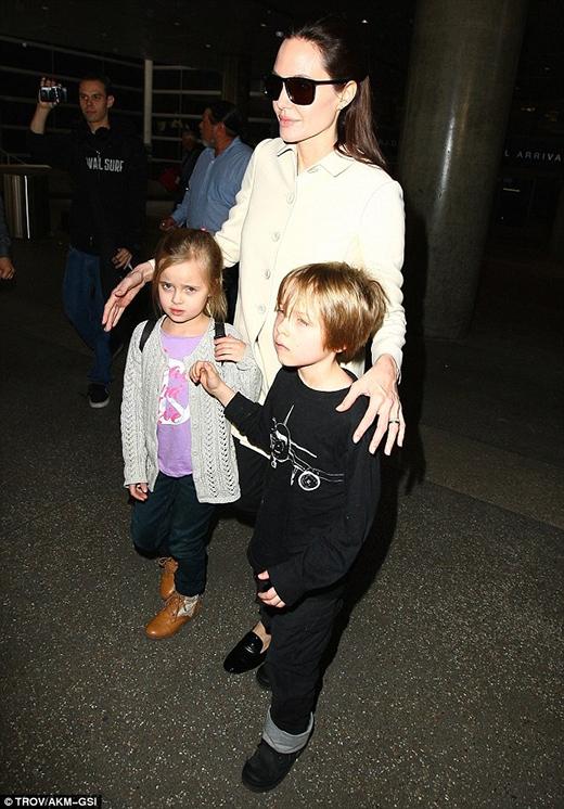 """Angelina Jolie không quan tâm việc bị gọi là """"con nhỏ hư hỏng"""""""
