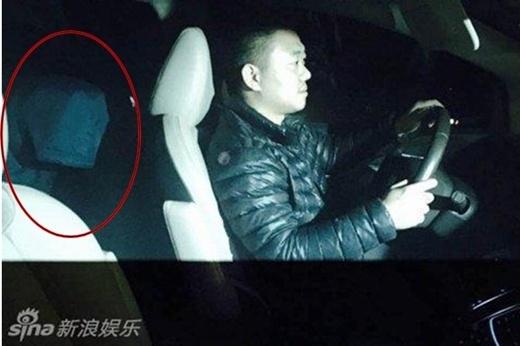 Ra tù sớm, con trai Thành Long được cảnh sát hộ tống