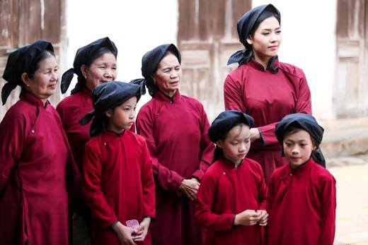 Nguyễn Thị Loan hào hứng học hát Xoan đầu năm - Tin sao Viet - Tin tuc sao Viet - Scandal sao Viet - Tin tuc cua Sao - Tin cua Sao