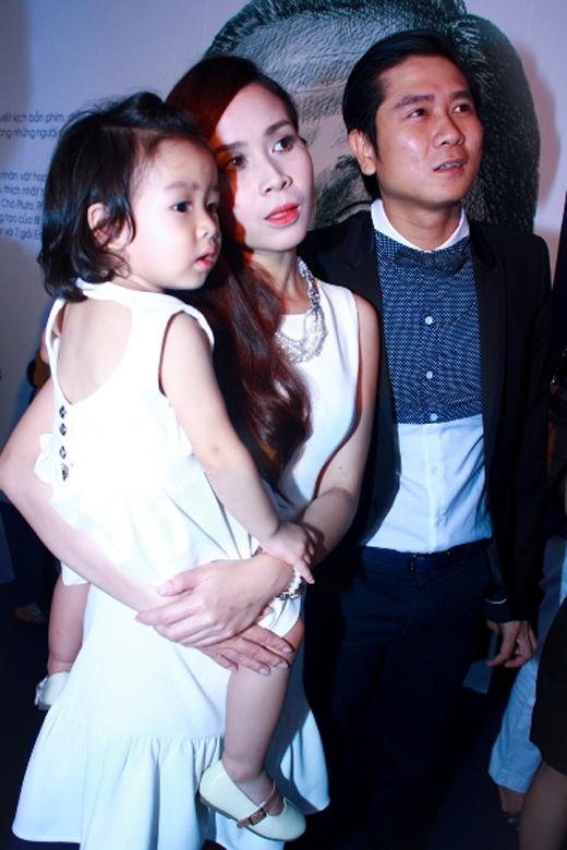 Gia đình nhỏ hạnh phúc với bé gái Mina rất xinh xắn. - Tin sao Viet - Tin tuc sao Viet - Scandal sao Viet - Tin tuc cua Sao - Tin cua Sao