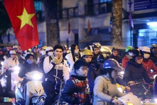 Phố Huế các buổi tối thời gian gần đây cũng trong tình trạng tương tự. Đoạn đường ách tắc nhất từ nút giao Bạch Mai - Đại Cồ Việt tới Trần Xuân Soạn.