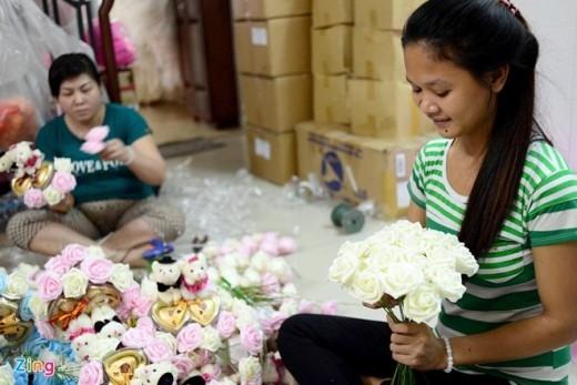 Bó hoa 699 bông do một khách hàng ở nước ngoài đặt tặng cho người yêu thương của mình ở Hà Nội vào đúng vào dịp lễ Tình nhân 14/2.