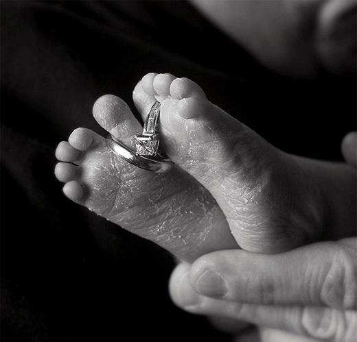 Lặng người trước khoảnh khắc cuối cùng bên những trẻ sơ sinh đã mất