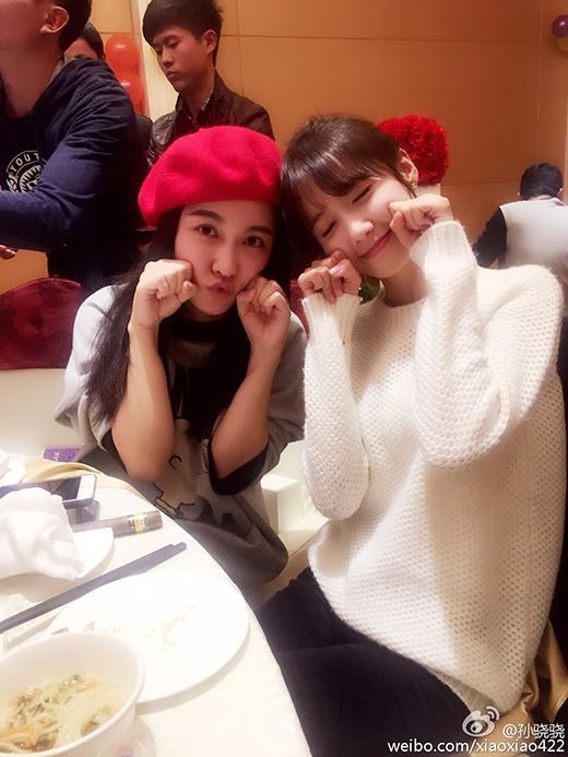 Yoona nhí nhảnh bên đồng nghiệp