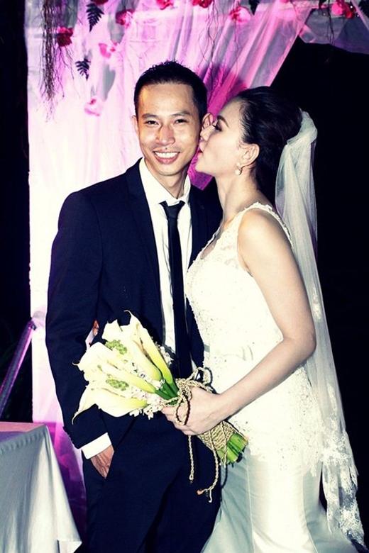 Niềm hạnh phúc của cô dâu chú rể trong ngày cưới. - Tin sao Viet - Tin tuc sao Viet - Scandal sao Viet - Tin tuc cua Sao - Tin cua Sao