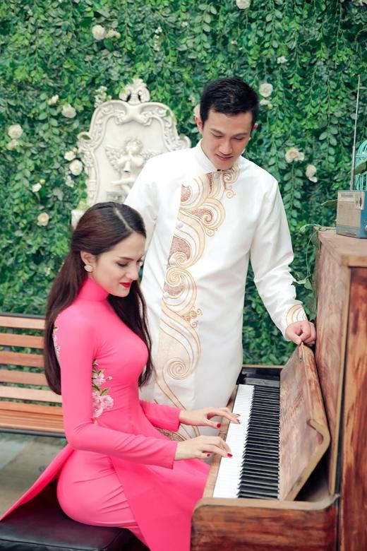 Hương Giang đánh piano tặng người yêu. - Tin sao Viet - Tin tuc sao Viet - Scandal sao Viet - Tin tuc cua Sao - Tin cua Sao