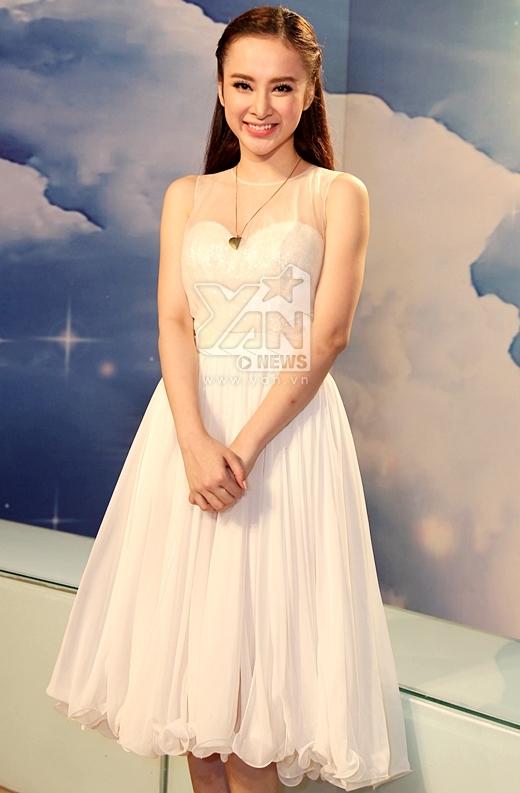 Angela Phương Trinh xinh tươi trong bộ váy trắng tinh khôi. - Tin sao Viet - Tin tuc sao Viet - Scandal sao Viet - Tin tuc cua Sao - Tin cua Sao
