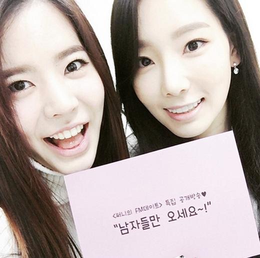 Sunny khoe hình cực nữ tính bên Taeyeon nhân dịp trưởng nhóm làm khách mời đặc biệt cho chương trình Sunny's FM Date.