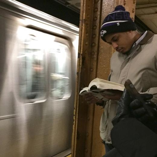 [Tết 2015] Trào lưu Trai đẹp đọc sách gây sốt trong giới trẻ