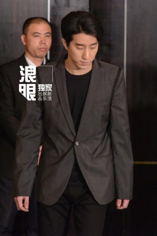 [Tết 2015] Quý tử Thành Long ra tù, đẹp trai như sao Hàn giữa họp báo