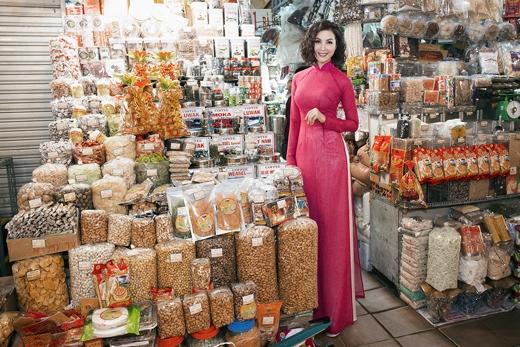 [Tết 2015] MC Thanh Mai thướt tha tà áo dài xuống phố đón Tết - Tin sao Viet - Tin tuc sao Viet - Scandal sao Viet - Tin tuc cua Sao - Tin cua Sao